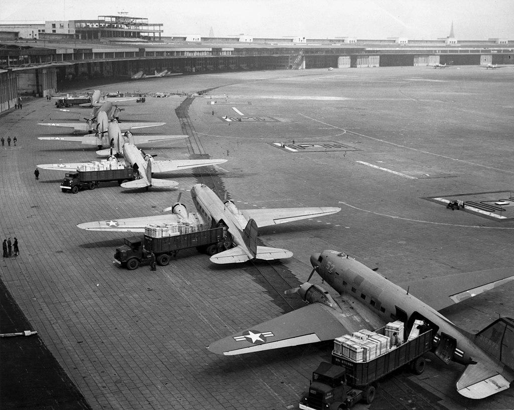1024px-C-47s_at_Tempelhof_Airport_Berlin_1948.jpg